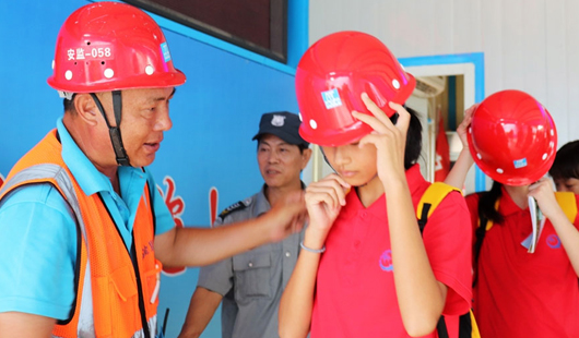 厦门集美:学生暑期安全教育进工地