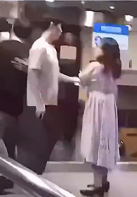 边伯贤遭女粉丝强抱怎么回事?边伯贤遭女粉丝强抱事件始末