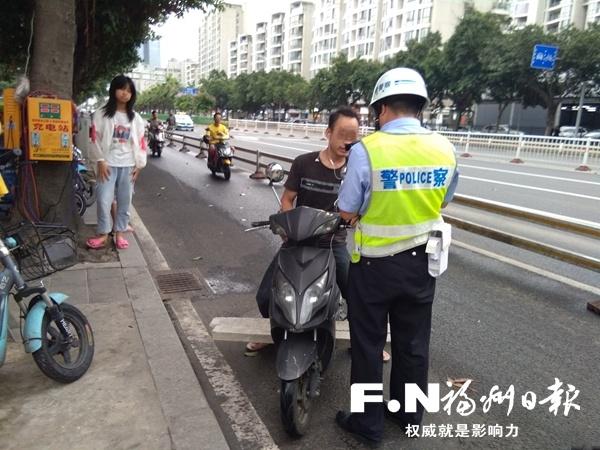 福州台江交警严查非机动车交通违法行为