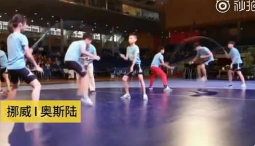 学生跳绳夺60金牌:画面曝光30秒264次这速度我叹服