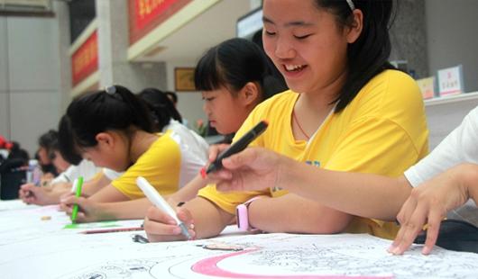 世界人口日,南安市小朋友用畫筆繪幸福未來