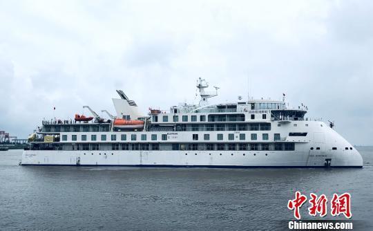 中国国产极地探险邮轮江苏试航 长104.4米有135间房
