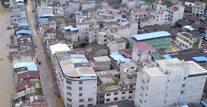 顺昌仁寿:清淤冲洗 奋战一线恢复家园