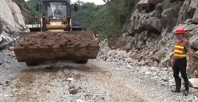 武夷山:市区到吴屯乡岚谷乡中断两天的道路抢通了