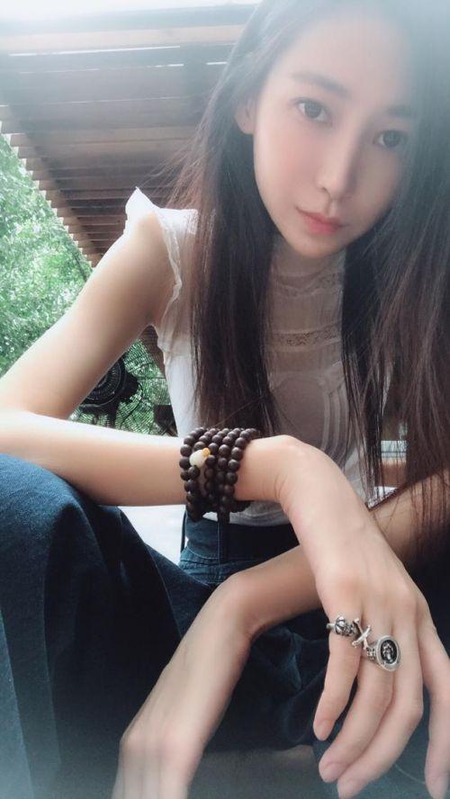 李荣浩成功求婚杨丞琳 前女友陆瑶发文回应