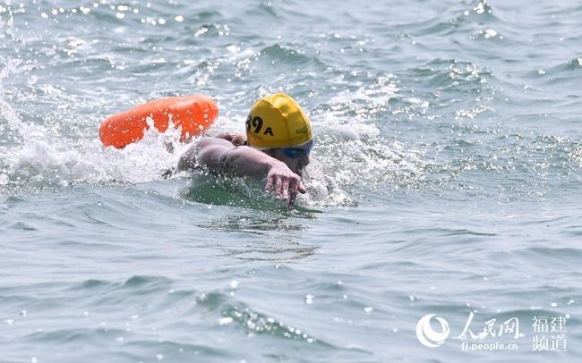 第十届厦金海峡横渡活动举行 深化两岸交流