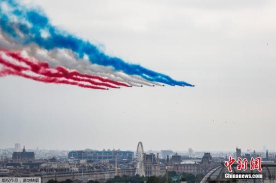 法国举行国庆阅兵仪式 展示多款高科技装备