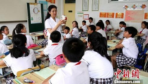 教育部:力爭兒童青少年近視率每年降0.5到1個百分點