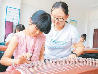 大學生暑期支教美育課程 豐富孩子暑期生活