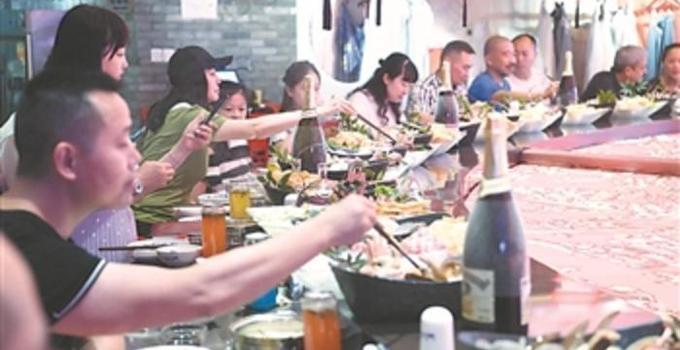 """全国""""吃货""""排行榜发布 四省份餐饮年收入超3000亿元"""