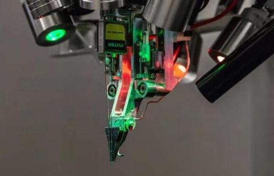 马斯克公布的脑机接口系统有多强?芯片直连大脑、通过USB接口读取信息