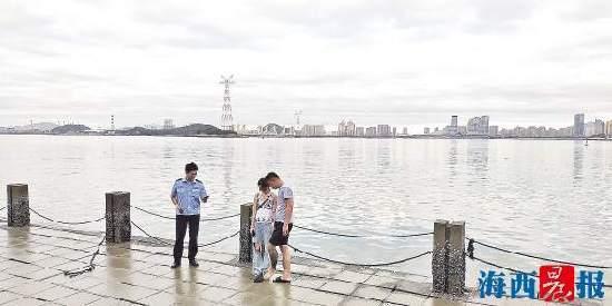 根据一张照片 厦门民警辗转救下一轻生女子