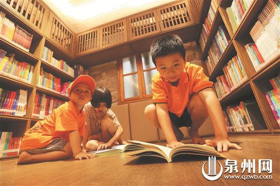红砖厝小黄灯品书香 泉州洛阳古街又添一休闲文化空间