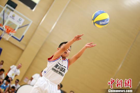 青少年篮球夏季邀请赛揭幕 近千名运动员参赛