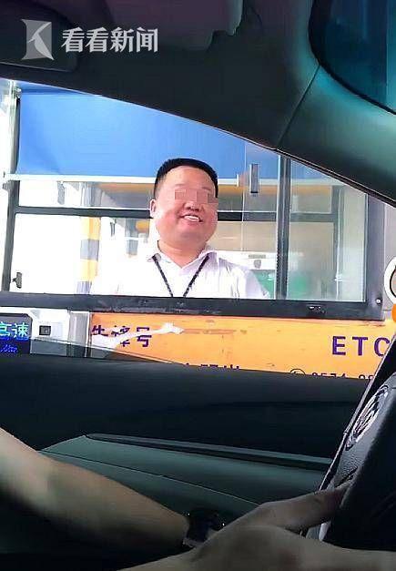 高速收費員假笑怎么回事?高速收費員假笑原因曝光令人心疼