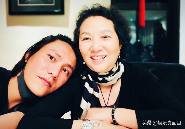 陈坤发微博为母亲庆生,网友却发现配图有亮点