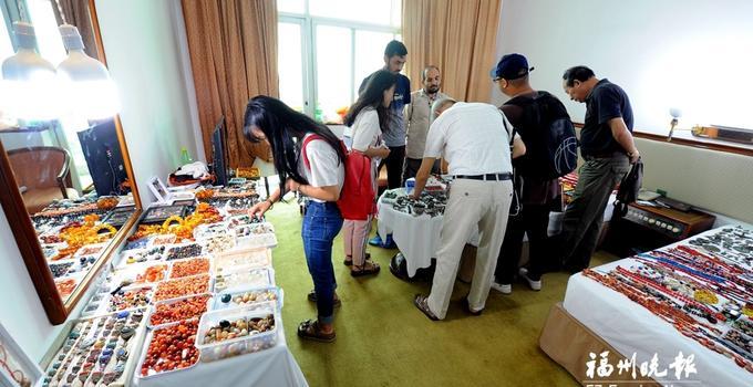 """福州首届古玩艺术品""""房交会""""举行 近500家参展商参加"""