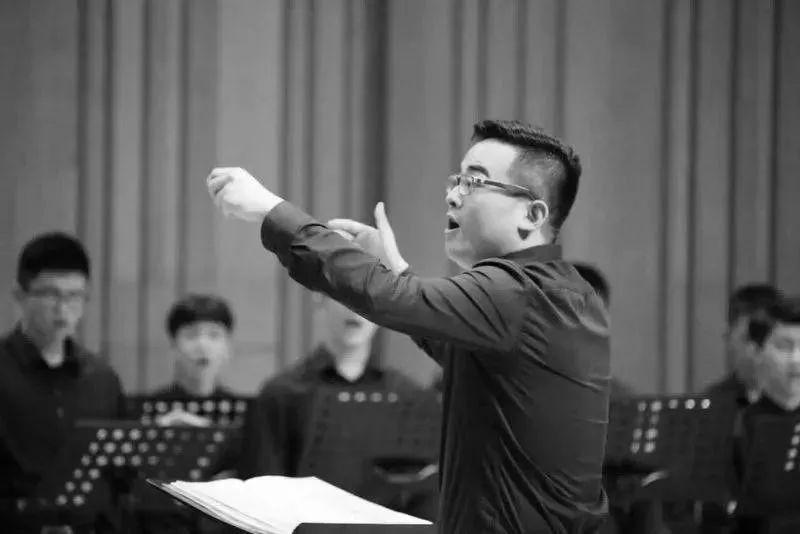厦门六中音乐老师高至凡去世原因是什么?他带火的合唱团你一定听过