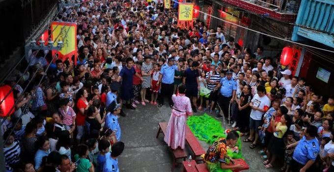 大型实景古庙会在千年古镇湖南芦洪市火热上演