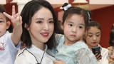 董璇离婚后首次公开露�面