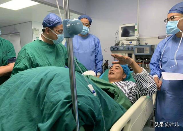 任达华被刀捅最新进展 任达华手术后坐轮椅照片 任达华案凶手照片身份动机