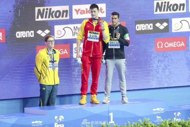 霍顿不与孙杨合影怎么回事 国际泳联对霍顿提出警告