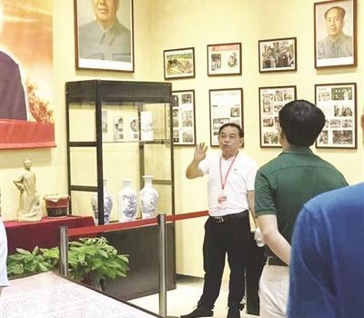 """漳州一教师 30多年收藏数万件""""红色藏品"""""""