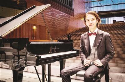 南靖小伙20岁生日当天夺得国际钢琴大赛冠