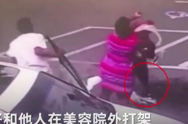 打架扔掉懷里兒子事件始末 女子為打架扔掉懷里兒子致其身亡