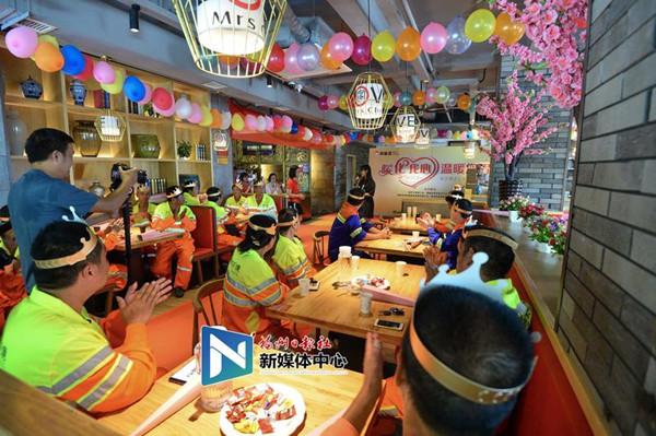 """暖心!福州28位一线环卫工人开集体""""生日Party"""""""
