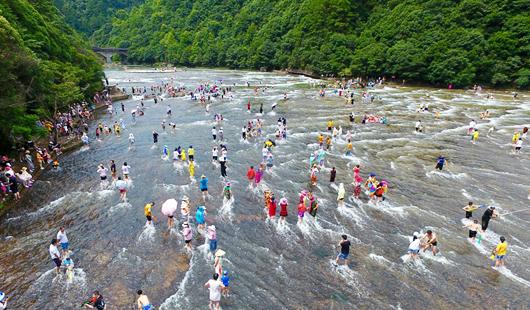 福建屏南:天然水上樂園 清涼度夏