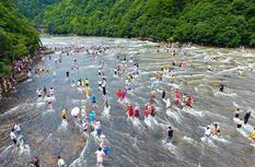 福建屏南:天然水上乐园 清凉度夏