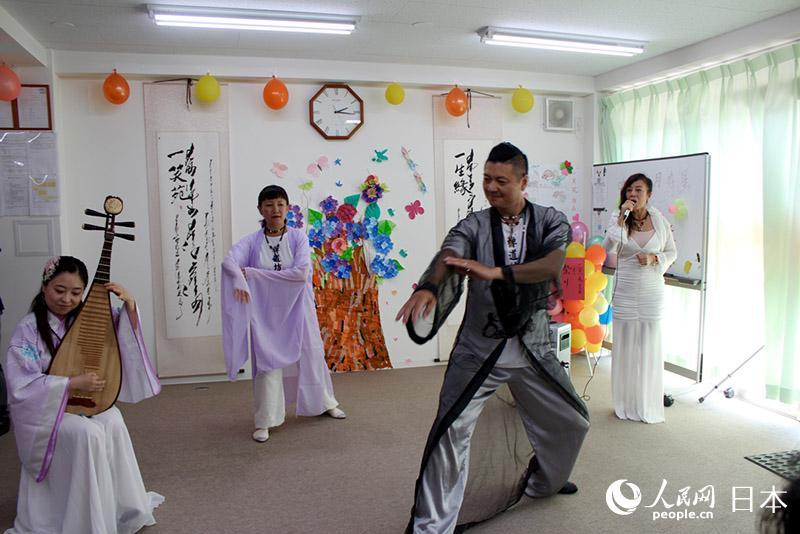 在日华人艺术团走进养老院 爱心慰问暖人心