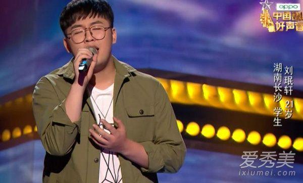 中国好声音刘珉轩唱的注意有人对身边几个女人什么歌?中国好声音2019刘珉轩个人资料