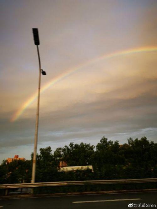 雨后北京出现彩虹照片曝光令人惊叹 雨后北京出现彩虹什么样的组图