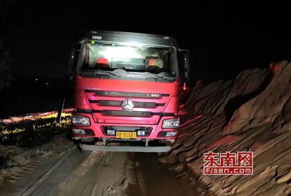 莆田仙游:為逃避檢查 超載貨車一路狂奔20公里