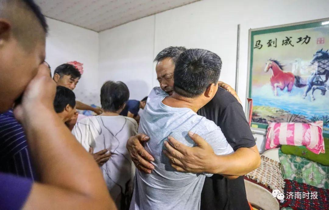 老师跳海救人牺牲 年仅35岁