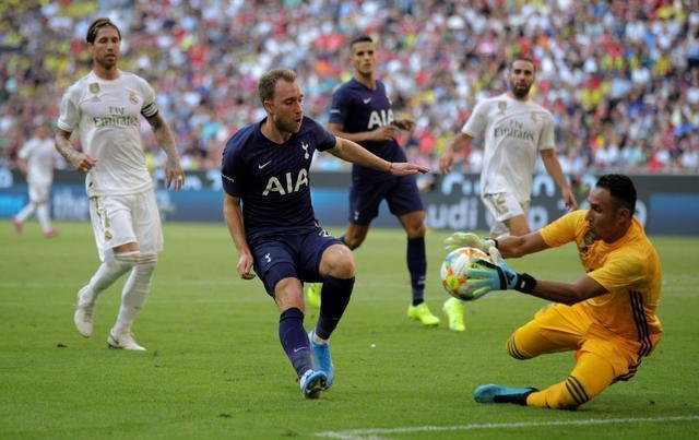 皇马0-1不敌热刺遭遇连败 日本梅西登场10分钟屡造杀机表现抢眼
