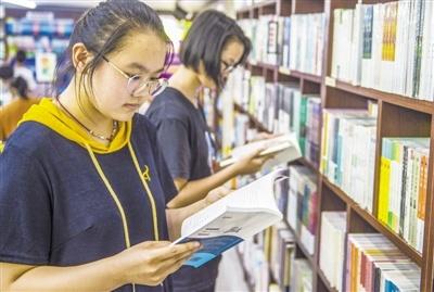 """新政出台 校园书店不再凄凉 还将更加""""智慧"""""""