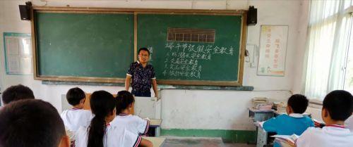 教师托举坠海男孩遇难事件详细经过 教师伦学冬个人资料生前事迹