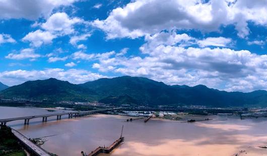 """受台风""""韦帕""""外围影响 福州上空风云变幻"""