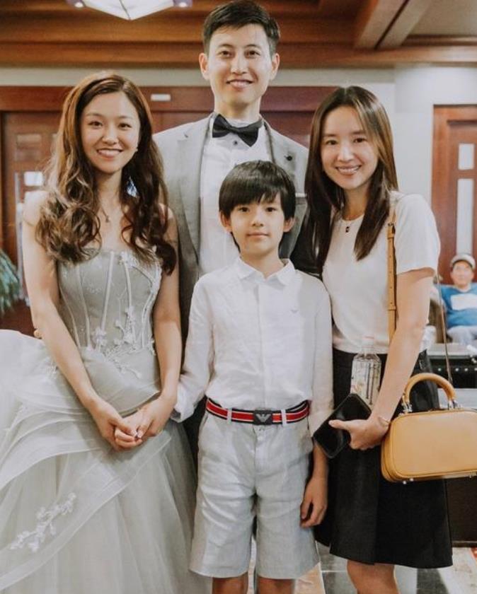 董潔帶10歲帥兒子出席婚禮 高顏值母子似姐弟