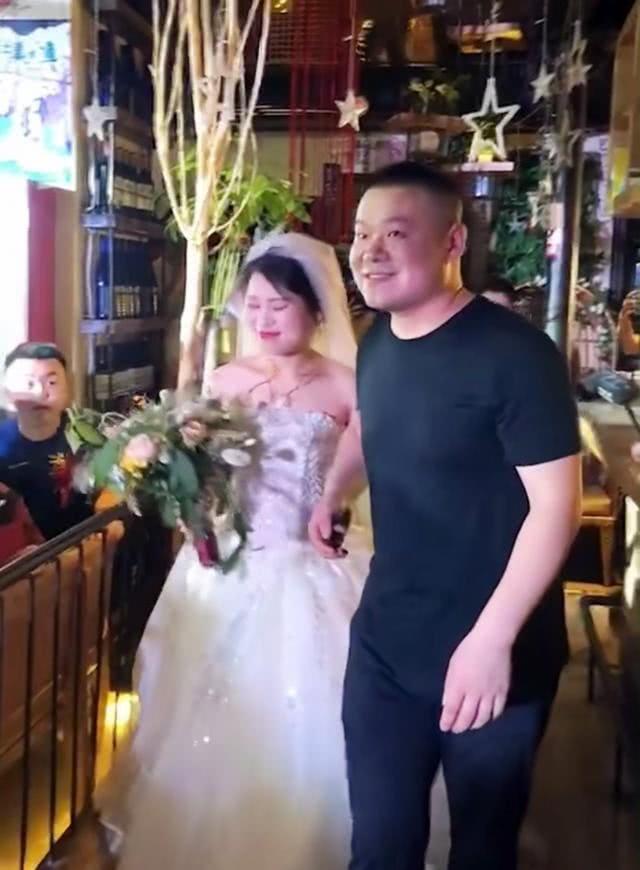 岳云鹏参加5姐婚礼 不仅赠与房产还给很多礼金