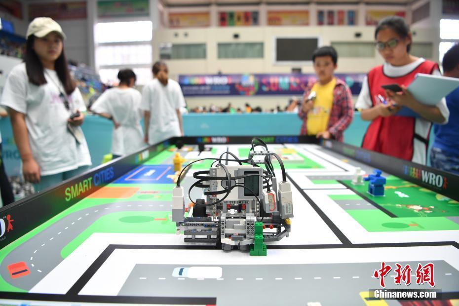 千余名青少年機器人愛好者齊聚昆明一決高下