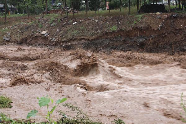 九里沟暴发山洪 当地20多名群众获救