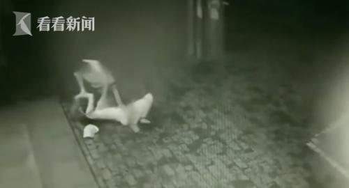 女子深夜被抢劫最新消息嫌犯抓到了吗?女子深夜被抢劫全过程还原