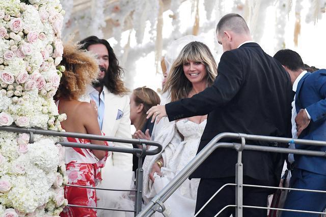 46歲維密模特帶4個拖油瓶嫁小17歲的第三任老公,勵志!