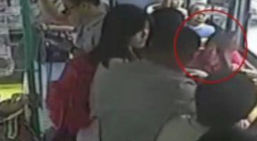 未及时让座女孩遭大妈辱骂殴打 驾驶员报警女孩不追究