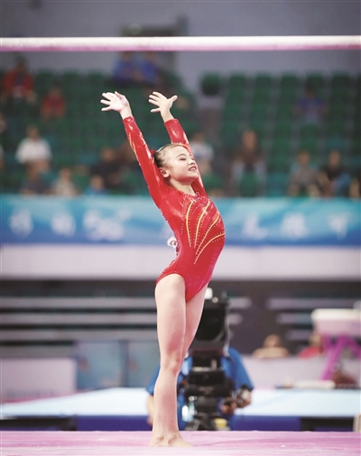 12岁漳州姑娘邱祺缘摘全国青运会体操比赛两金两银