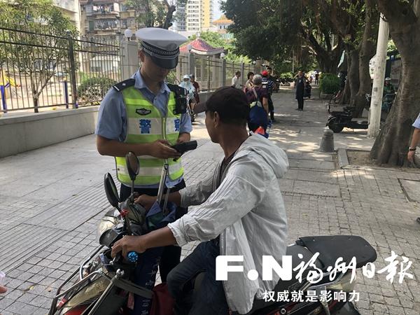 台江交警3小时查处 55起非机动车交通违法行为